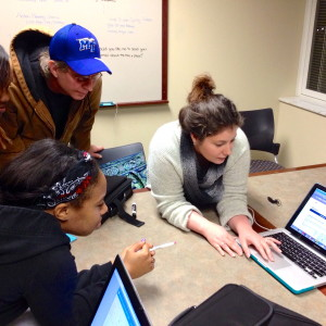 Spring Trainer, Elizabeth Henderson, shows Middle TN Fellows how add and find events in their area using barackobama.com